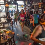 Prachtig: @citytrailmburg dwars door café De Reutel in Middelburg https://t.co/mXltI00AQS (Foto: Silco Saaman) http://t.co/qjIrxhbOQg