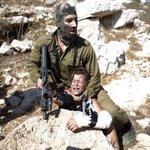 نساء فلسطينيات بقلوب رجال يفعلن مالا يفعله الذكور الذين اكتفوا بالتصوير فقط ليخلصن الطفل من الوحش الصهيوني http://t.co/ALEubxeQhw