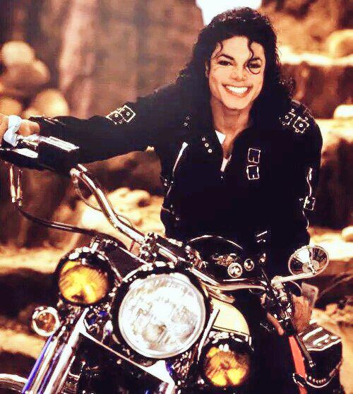 Thank you for all the amazing memories. For your love and for sharing your life with me. #HappyBirthdayMichaelJackson http://t.co/GLL3shFv4e