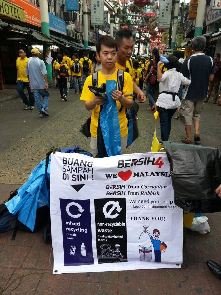 @bersih2 keeping both our politics and streets clean... #BersihRally #Bersih4 http://t.co/DG5SOv8zJL