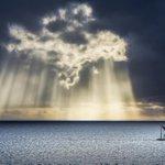 @ZaibatsuPlanet: RT zaibatsu: And The Sky Opens http://t.co/8E7tiXVLYF #amazing #ttot #photography http://t.co/O996RlQWU1