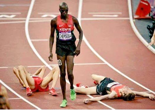 One of my fav pics from #Beijing2015 #TheKenyansAreComing @RunnerBliss http://t.co/OlJbaiL8zn