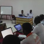 Il est important que les journalists ivoiriens commence à utiliser #twitter selon @FernandDdeh #bbs2 #civ #abidjan http://t.co/kB706nnSJt