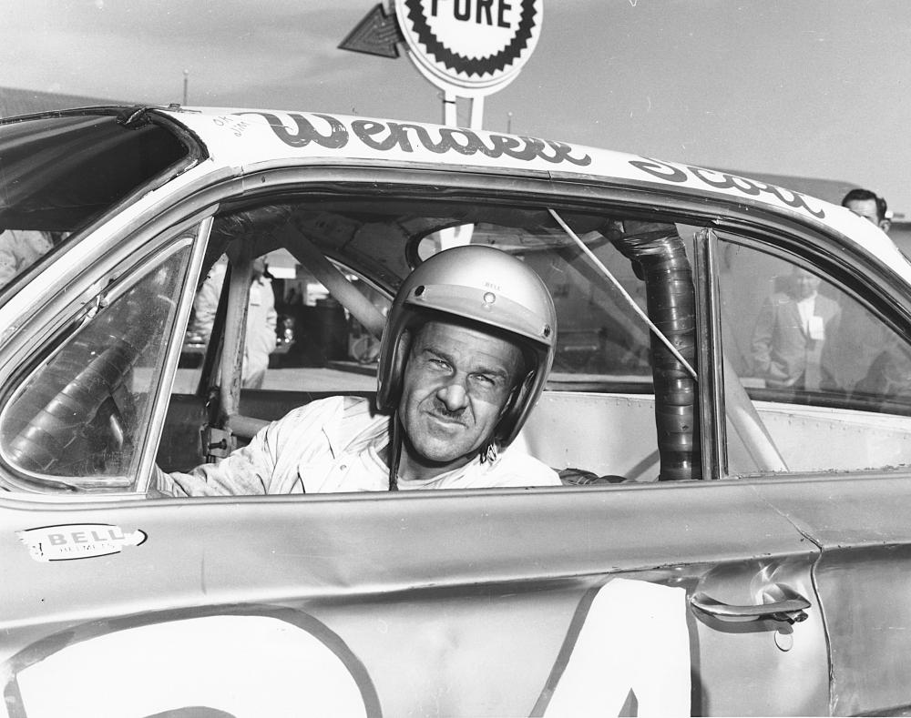 Retweet to join us in honoring 2015 #NASCARHall inductee Wendell Scott, who was born on this day in 1921. http://t.co/hakZfDIhmV