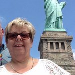 Mrs Kains selfie in front of the Statue of Liberty in New York! ???????? #BBSGeography #BBSGeogSelfie #NewYork #NYC #USA http://t.co/Uyt9E32DX9