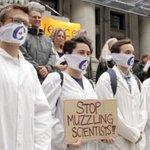 Un fonctionnaire suspendu pour sa chanson anti-#Harper #fed2015 #elxn2015 #science #baillon http://t.co/FUG5Wariot http://t.co/tdPELrsjab