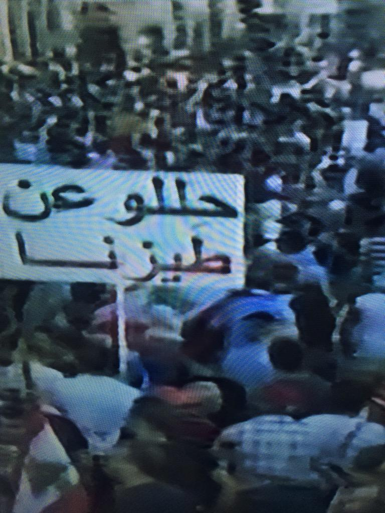 This may be the most expressive sign yet! #YouStink #Beirut #بدنا_نحاسب #طلعت_ريحتكم http://t.co/PFbKpuFgIq