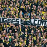 """Refugees welcome"" Borussia dortmund fans (+ one, me) http://t.co/ypPr7oRXis"