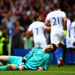PHOTO Its agony for Courtois as Palace celebrate Sakos goal. Still Chelsea 0-1 Palace (78 mins) #CHECRY http://t.co/b9RW1Muy5D