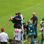 #AVANCE Claudio Pizarro homenajeado ante 70 mil personas por el Bayern Munich ► http://t.co/ereylYCMVv #DankeClaudio http://t.co/4ZJ4gqRPPJ