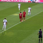 ¡Comienza el partido! ¡Segundo contra tercero en el partidazo del #AllianzArena! #FCBF04 #FCBayernLive 0-0 (0) http://t.co/LjqCgIqNuk