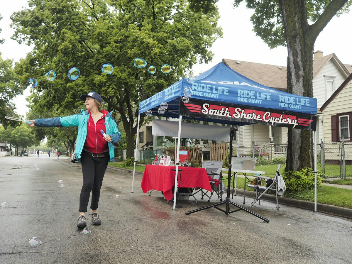 #cicloviaMKE is pretty great - a neat, different way to enjoy a neighborhood! #WalkersPoint #ciclovia http://t.co/c8mmoyueJ0