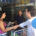 Esta farmacia tiene sistema para recargar Cívica, lo expandiremos, será clave en mi Alcaldía. #EnBelénConFederico http://t.co/F3EBIid8Zs