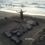ناجي العلي / شاطئ بحر غزة ❤ http://t.co/8bYBgUuQoC