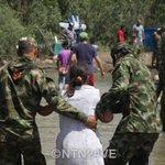 Sube a 8.250 la cifra de colombianos que han salido de Venezuela tras el cierre de la frontera http://t.co/P1jD19kuYF http://t.co/wJfNcG8Yjh