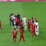 ¡Y termina el partido! Nos imponemos 3-0 a nuestro inmediato seguidor y cobramos ventaja. #FCBB04 #FCBayernLive http://t.co/W6wyWNx6RA