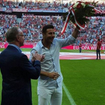 #VIDEO @pizarrinha recibió un emotivo homenaje del @FCBayernES ante más de 70 mil hinchas http://t.co/7yBNZ2K9Vy http://t.co/kFew6KSunM