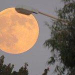 #قمر 14 #بدر ذي القعدة أو كما يطلق عليه #القمر_العملاق #Super_moon بعدسة #رؤية #ليبيا مساء اليوم السبت 29-8-2015 http://t.co/M0jneRZKrW