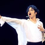 The Jackson family remembers #MichaelJackson on his birthday: http://t.co/vQm1NlAw1J http://t.co/oJwwUmSGo8