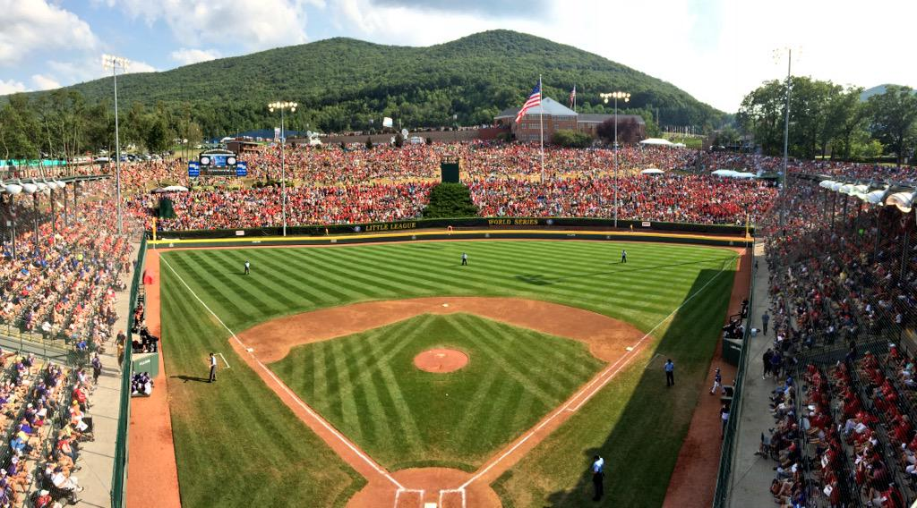 A new #LLWS attendance record: 45,716! http://t.co/9nedpDusih