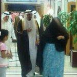 الأميرة نوف رحمها الله،أحتفظت ببشت شقيقها الملك عبدالله رحمه الله،الذي غطي به جثمانه #وفاة_الأميره_نوف_بنت_عبدالعزيز http://t.co/UAM5LokOc2