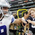 Tony Romo greets his son on the field during warmups. #MINvsDAL (???? AP/Brandon Wade) http://t.co/yUTgM1OCu9