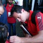 Ganó #Medallo, los jugadores comparten con la hinchada #VamosMedellín. http://t.co/5fOj5IrQH4