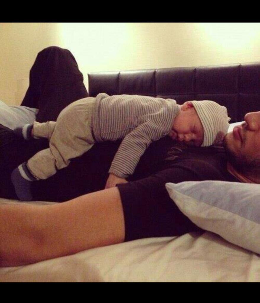 Сын прилег спать с мамой 3 фотография
