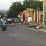 Cae al suelo la pared frontal de la camara de comercio en azua. @donfelixCDN @CDN37 http://t.co/3oMMMkiRte