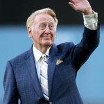 #VinScully will announce for the #Dodgers again in 2016 http://t.co/00p35b7IDp http://t.co/AEjasAQkQY