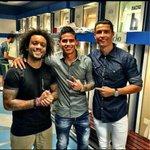 ¡Felices después del gran partido de hoy! ⚽️???????? @MarceloM12 @Cristiano @jamesdrodriguez #HalaMadrid ##RMLiga http://t.co/Fwqx7TTzPZ