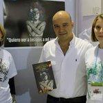 Comprando libro de Natalia Ponce de León víctima de ataque con ácido. No más mujeres víctimas de violencia. #sepuede http://t.co/2bQZ5zwpjb