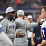 Sean Lee and @DezBryant chatting on the sideline #MINvsDAL http://t.co/XidOcegGgC