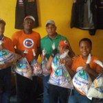 Durante #Erika asistimos la defensa civil de La Puya de Arroyo Hondo con raciones alimenticias. Félix Rosario Regidor http://t.co/abKwWeuEYG