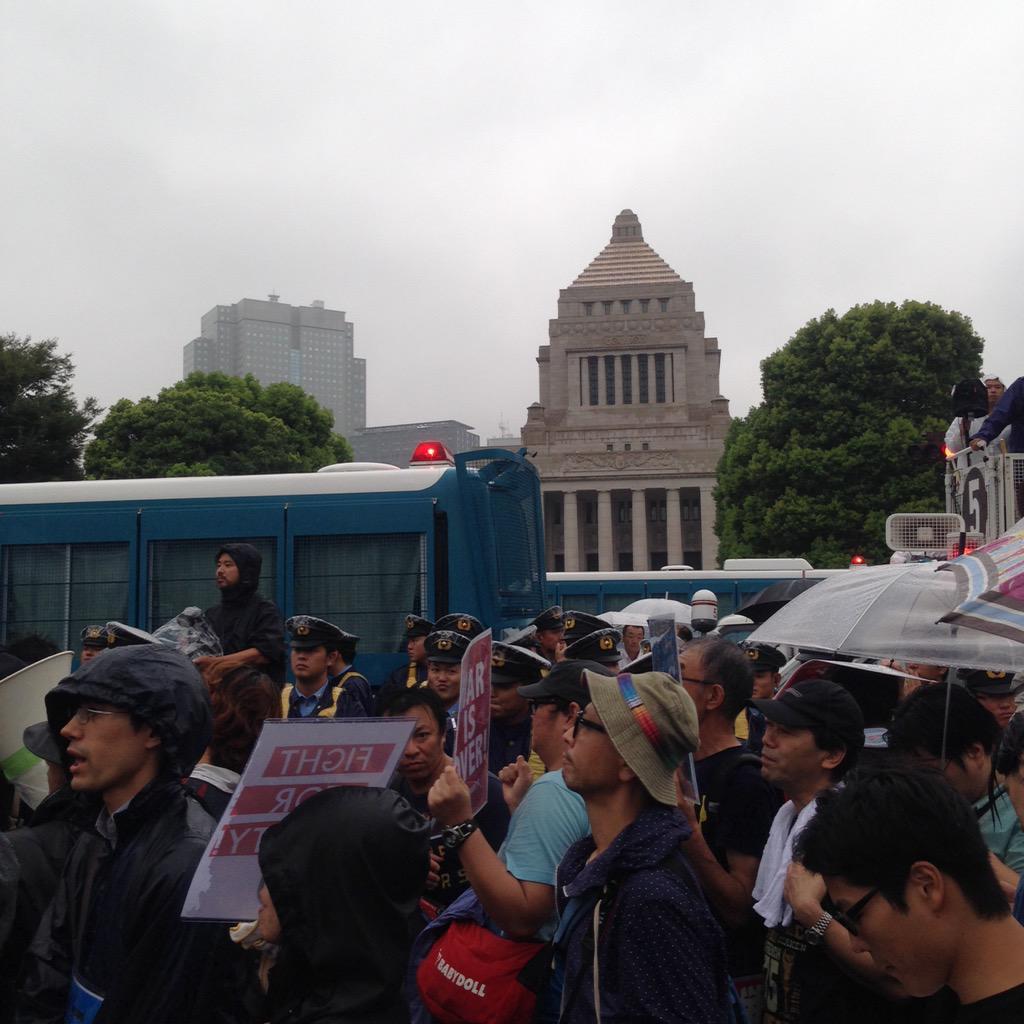 国会前に到着。 http://t.co/2XSUlVWyxT
