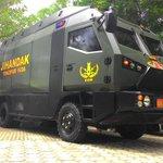 Mobil ini yang digunakan Yonzipur 16/DA http://t.co/t5WmEctMdH