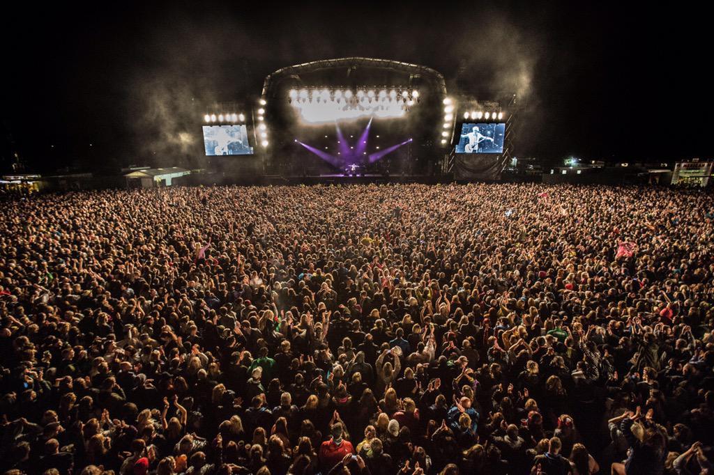 Thanks Glasgow. You were amazing ... photo http://t.co/3iHyB83I6a http://t.co/HlLJyZ2LG4