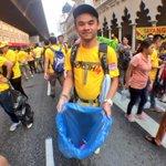 Antara usaha penganjur bagi memastikan kawasan sekitar #Bersih4 di KL bersih. http://t.co/J1EVDAGm9B