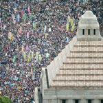 Massive rally near Japan's parliament protests against PM Shinzo Abe's security policy http://t.co/KcfrvxIaDc
