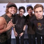 but how you can say that they are ugly wtf #ShesKindaHotVMA http://t.co/0GuXUcZSG1