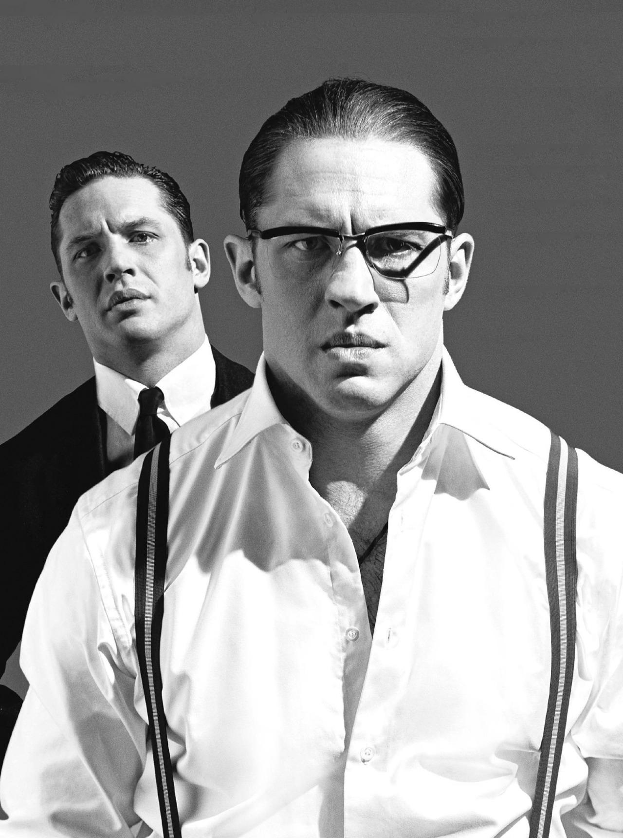 Том Харди и Том Харди: фотосессия для The Sunday Times, посвященная гангстерской драме «Легенда»  #КПлюбуется http://t.co/yhww32Kqpo