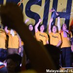 Tens of thousands of Malaysians of all colours at #Bersih4 chanted MERDEKA ten times and sang national anthem. http://t.co/FkujWkyHtv