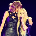 What feud? @taylorswift13 and @AvrilLavigne team up for one epic performance: http://t.co/WS7p8L6heQ http://t.co/ACoMogFvKW