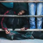 حضرت أم القاتل بلال وهي تحبو لساحةالإعدام بآخر لحظة عفت سميرة عن قاتل إبنها بمقابل صفعة، ثم إحتضنتا الأمَان بعضهما ❤️ http://t.co/2qFi3OsRV9