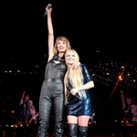 WATCH | @avrilavigne is @taylorswift13s latest guest on the 1989 World Tour http://t.co/NOGr4OZBQ0 http://t.co/zL59oocPwo