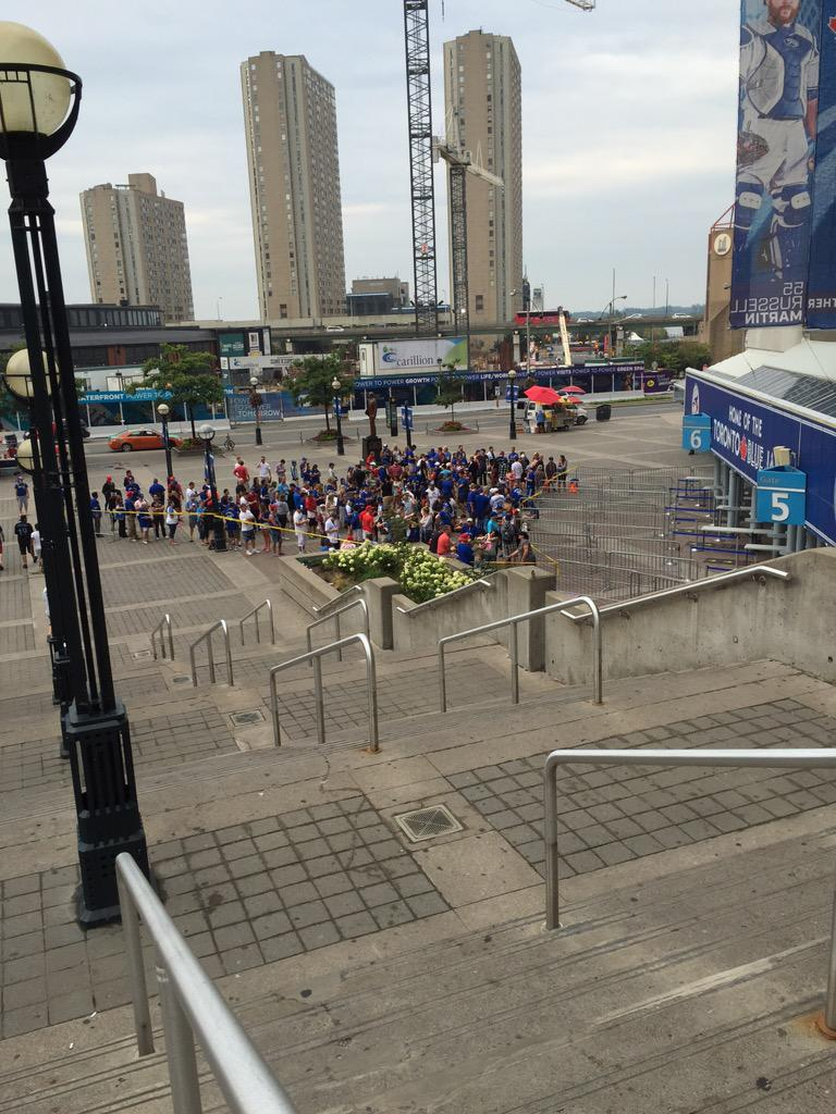 Line ups already for jersey day @BlueJays. Going to be a long morning waiting. http://t.co/lHUuTRtS3k