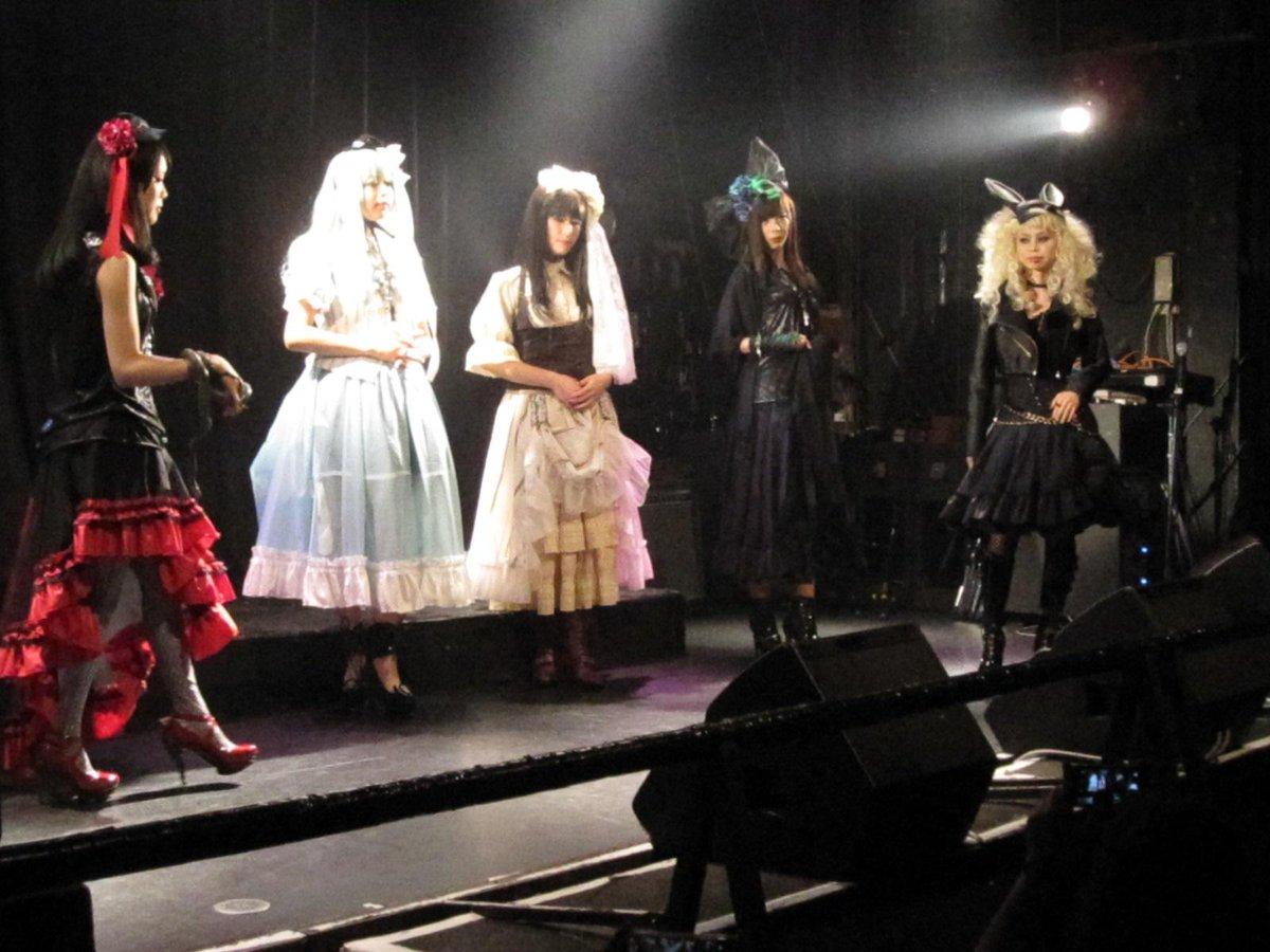 名古屋遠征~昨夜の素敵イベント @dd_androgynous 2周年 Eclipse of Starz Ver'R ファッションショーと音楽ライブの融合でアイテムの販売も充実!栄でも特異な魔境の中の魔境でした♪動きのある写真難しい← http://t.co/2Tgtv73z0U