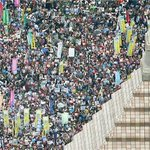 "Tens of thousands of protesters have rallied outside Japans parliament to oppose ""war law"" http://t.co/xZabpwuQO7 http://t.co/zeNBwRNGpe"