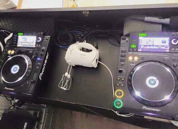 Not sure if I've done something wrong......I got a new set of CDJ2000s but I can seem to hook them up to my mixer? http://t.co/icRUqXY92k