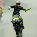 Well done Rossi ???????? @ #BritishMotoGP ???????? #Silverstone ???? http://t.co/n5Dy2QZN26